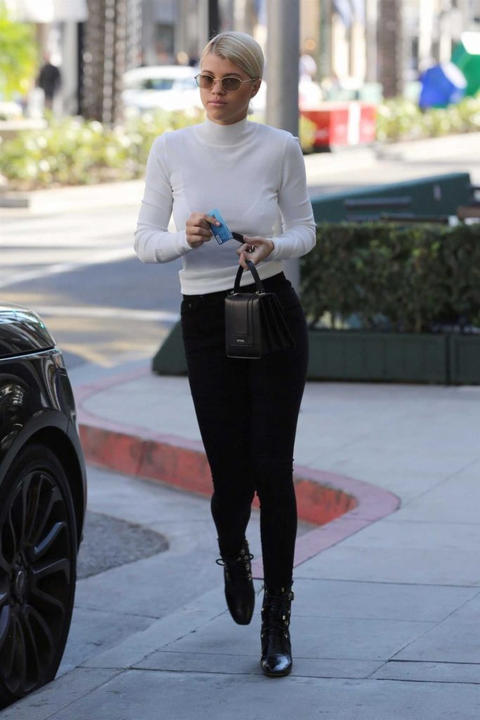 Sofia Richie Was Spotted Out in Beverly Hills-1