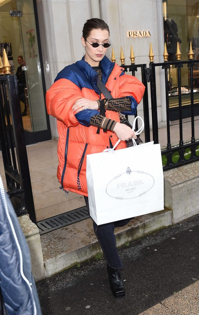 Bella Hadid Goes Shopping in Paris-2