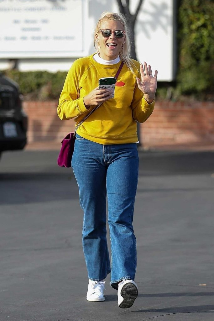 Busy Philipps Leaves Fred Segal in West Hollywood-5