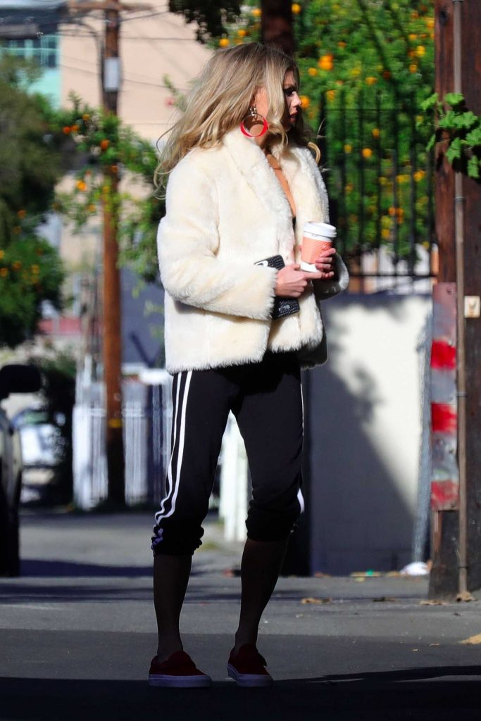 Charlotte McKinney Was Spotted Out in Los Angeles-4