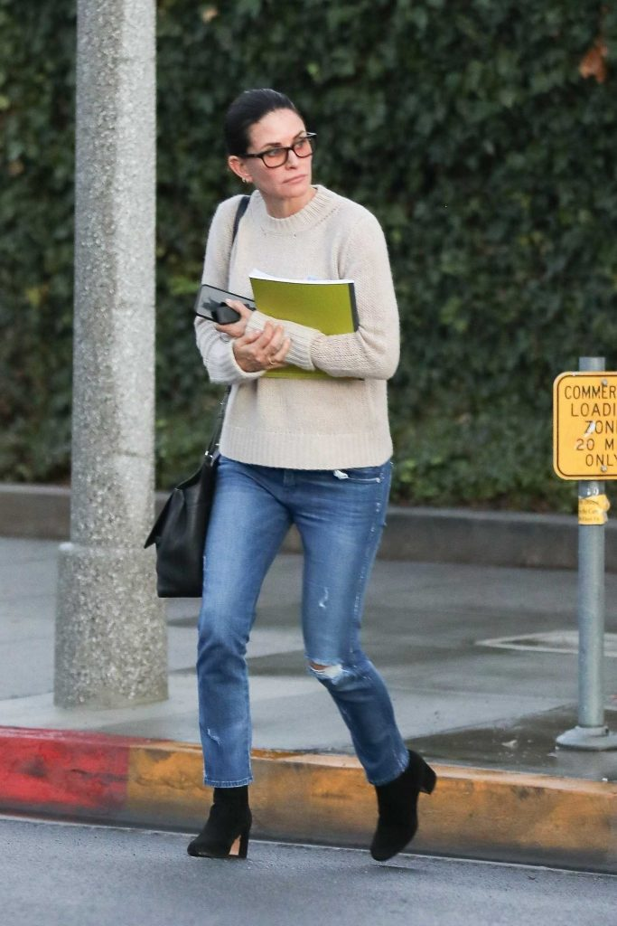 Courteney Cox Leaves a Beauty Spa in Beverly Hills-2
