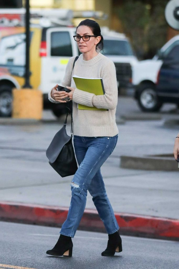 Courteney Cox Leaves a Beauty Spa in Beverly Hills-3