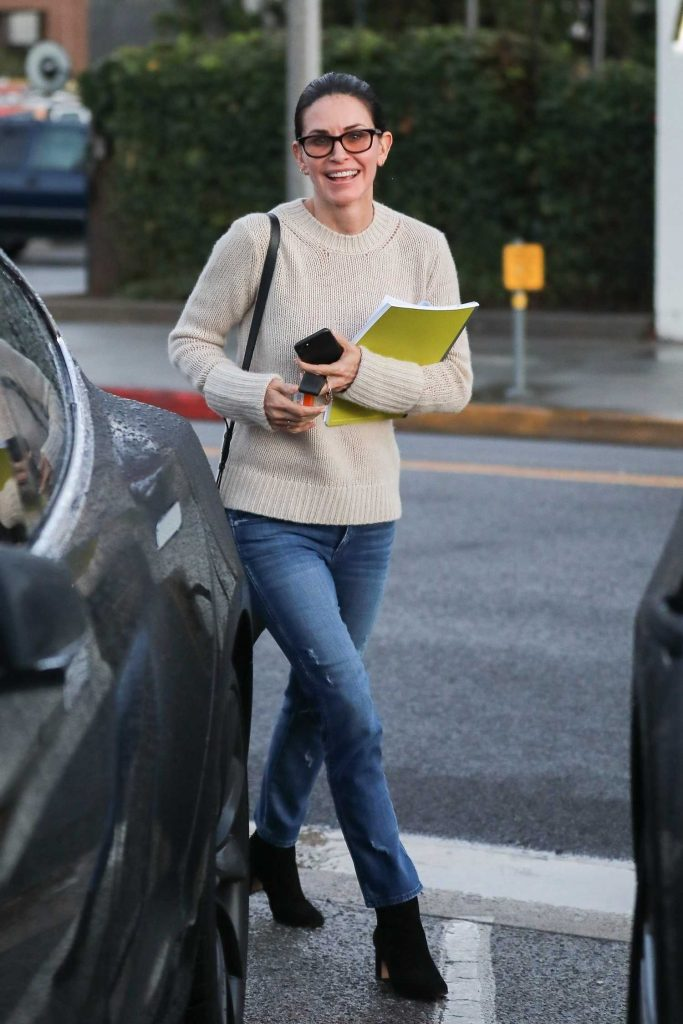 Courteney Cox Leaves a Beauty Spa in Beverly Hills-4