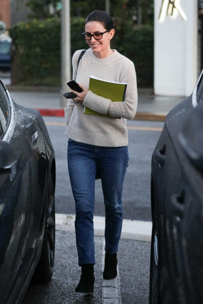 Courteney Cox Leaves a Beauty Spa in Beverly Hills-5