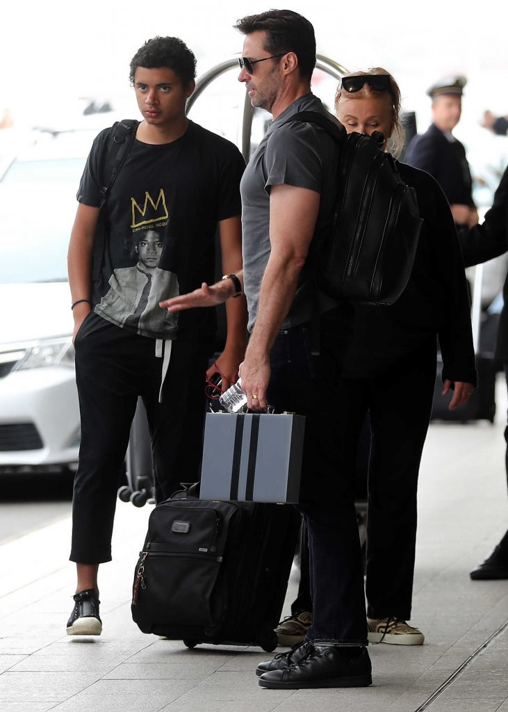 Hugh Jackman Was Spotted At Sydney Airport Celeb Donut