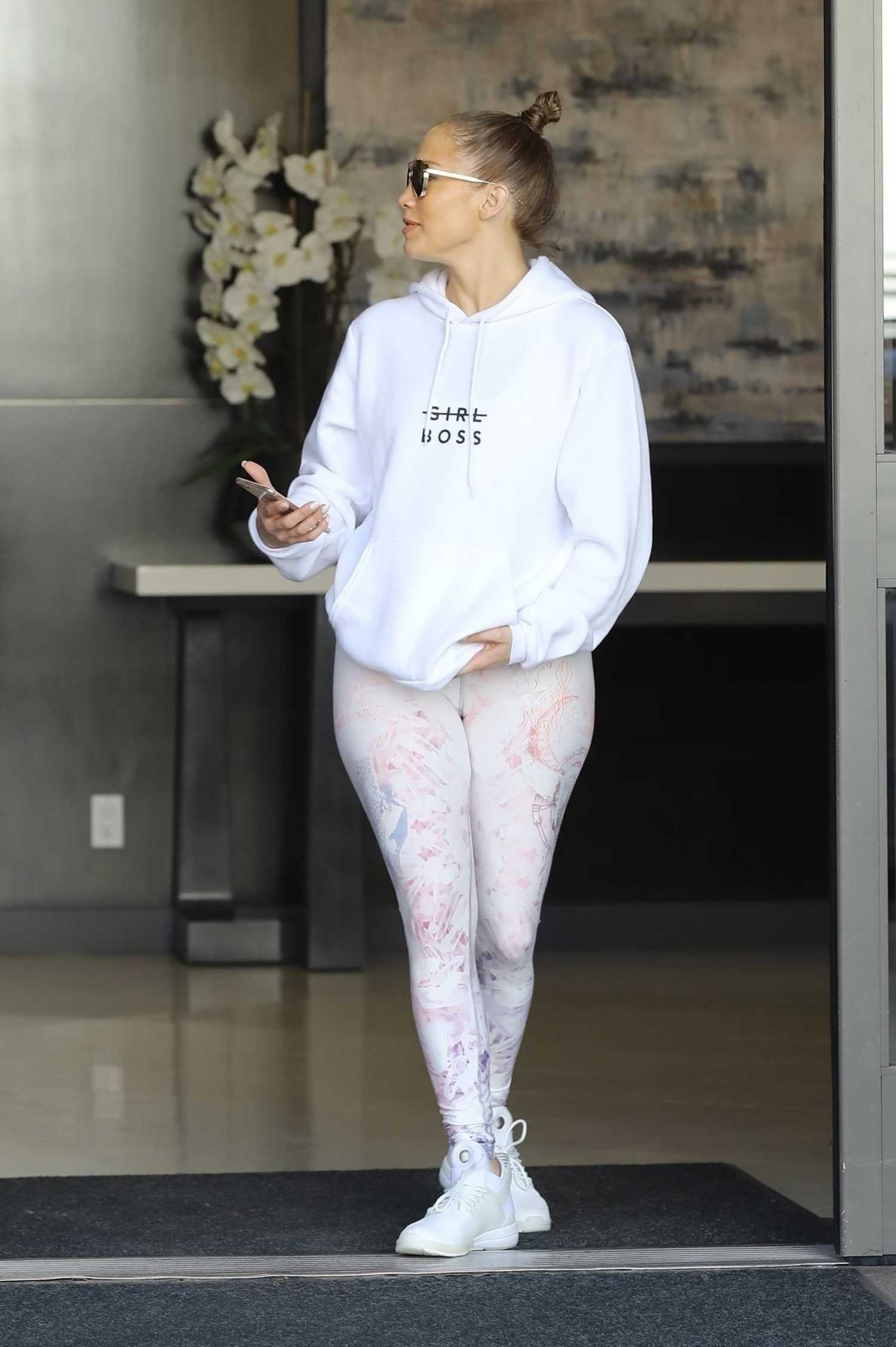 Jennifer Lopez Leaves an Office Building in Beverly Hills ...
