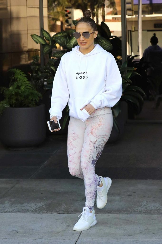 Jennifer Lopez Leaves an Office Building in Beverly Hills-3