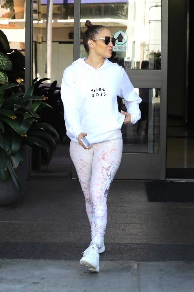Jennifer Lopez Leaves an Office Building in Beverly Hills-4