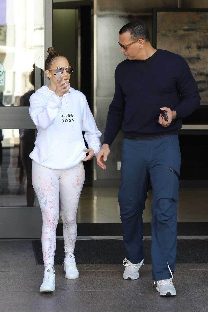 Jennifer Lopez Leaves an Office Building in Beverly Hills-5