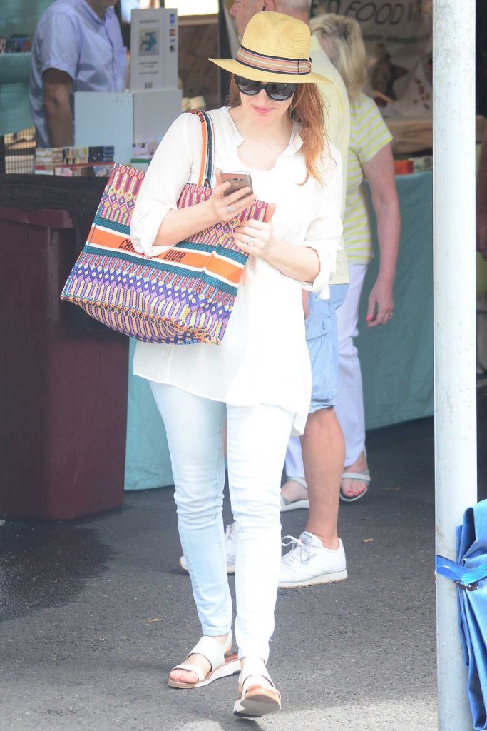 Jessica Chastain Goes Shopping in Sydney-1
