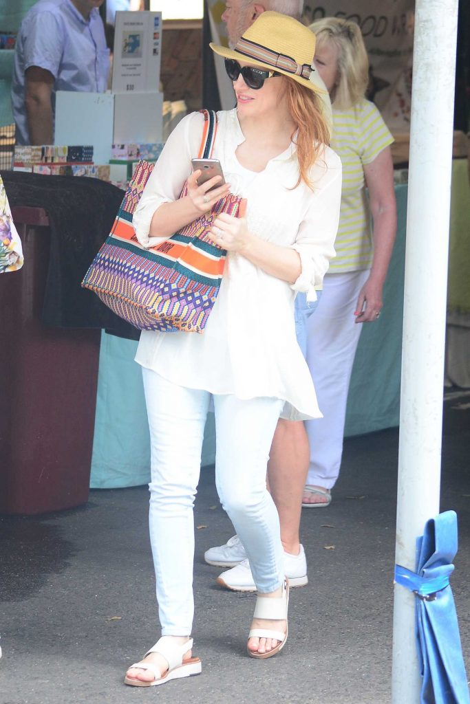 Jessica Chastain Goes Shopping in Sydney-2