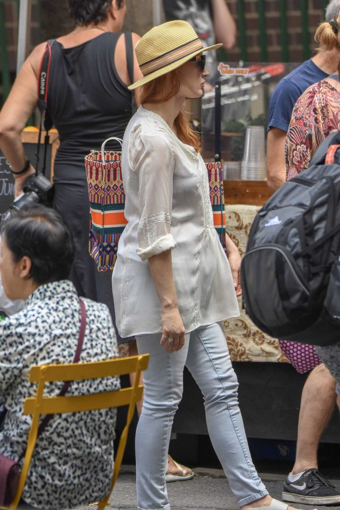 Jessica Chastain Goes Shopping in Sydney-3