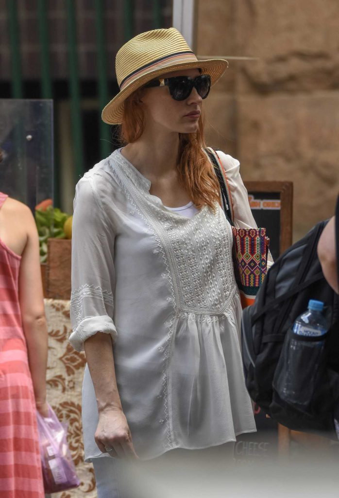 Jessica Chastain Goes Shopping in Sydney-5