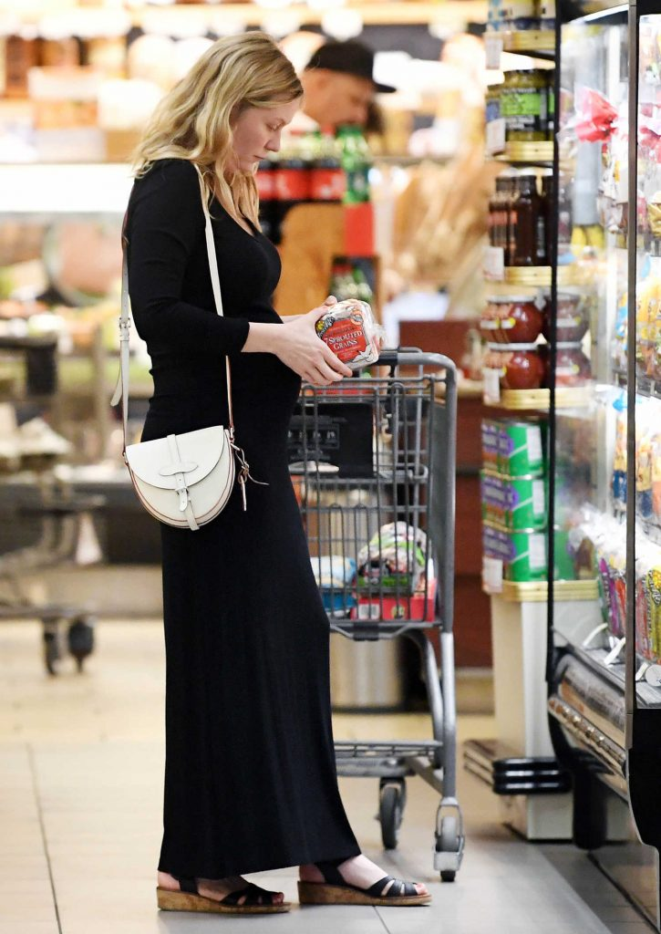 Kirsten Dunst Shops for Groceries with Jesse Plemons in LA-3