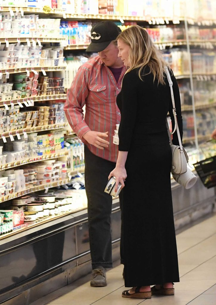 Kirsten Dunst Shops for Groceries with Jesse Plemons in LA-4
