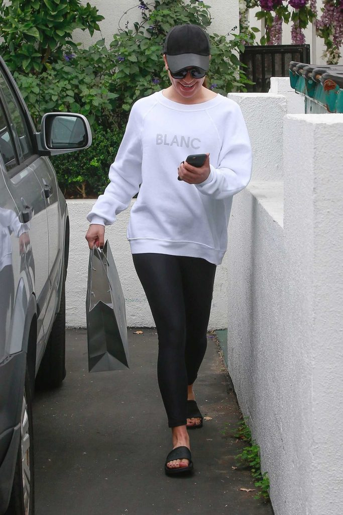Lea Michele Leaves the Brentwood Spa and Salon in Brentwood-1