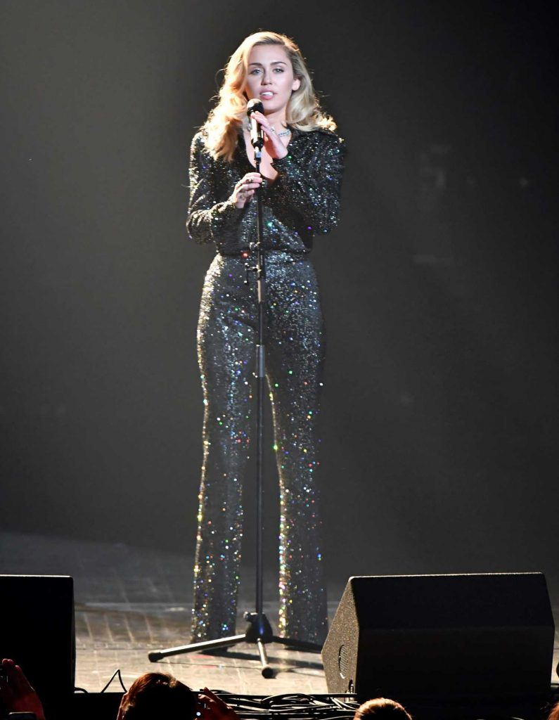 Miley Cyrus Performs at the 2018 MusiCares Person of the Year Gala in NYC-1