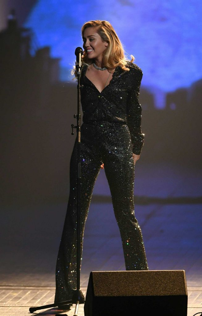 Miley Cyrus Performs at the 2018 MusiCares Person of the Year Gala in NYC-2