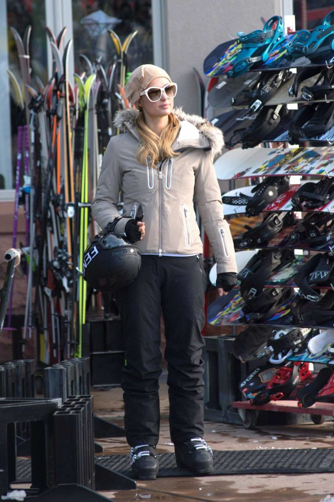 Paris Hilton Was Spotted with Her Boyfriend Out in Aspen-1