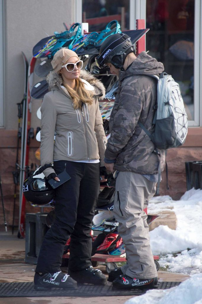 Paris Hilton Was Spotted with Her Boyfriend Out in Aspen-5
