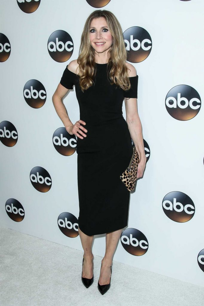 Sarah Chalke at Disney ABC TCA Winter Press Tour in Pasadena-1