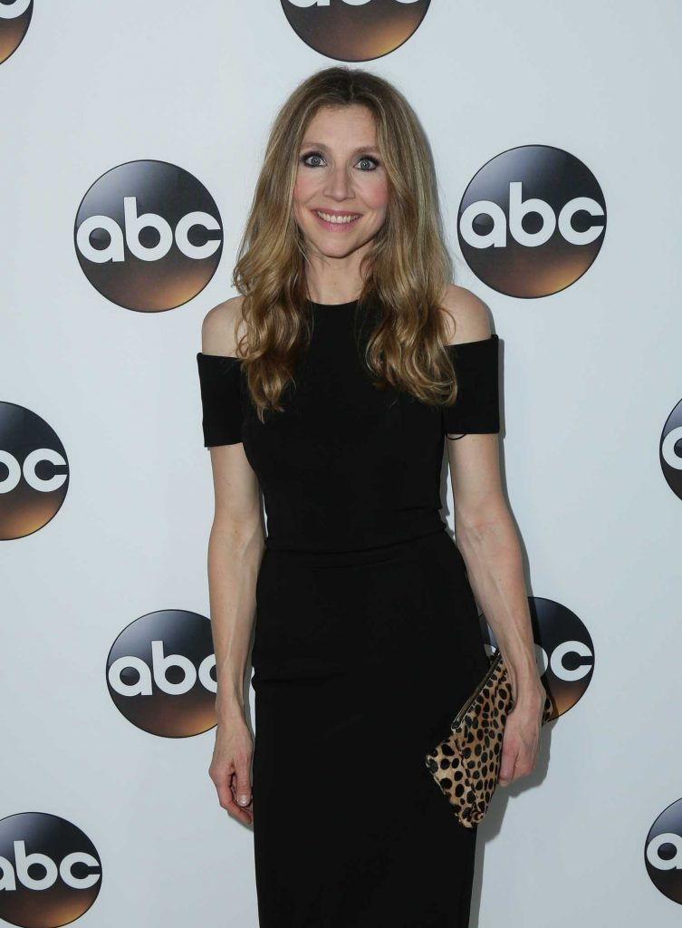 Sarah Chalke at Disney ABC TCA Winter Press Tour in Pasadena-2