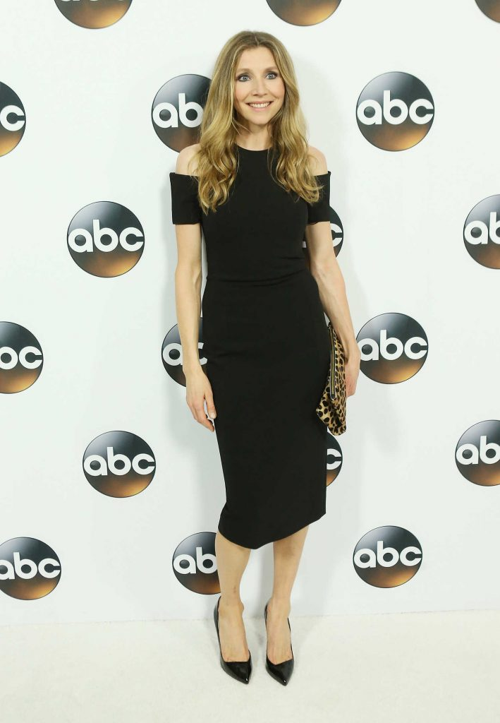 Sarah Chalke at Disney ABC TCA Winter Press Tour in Pasadena-3