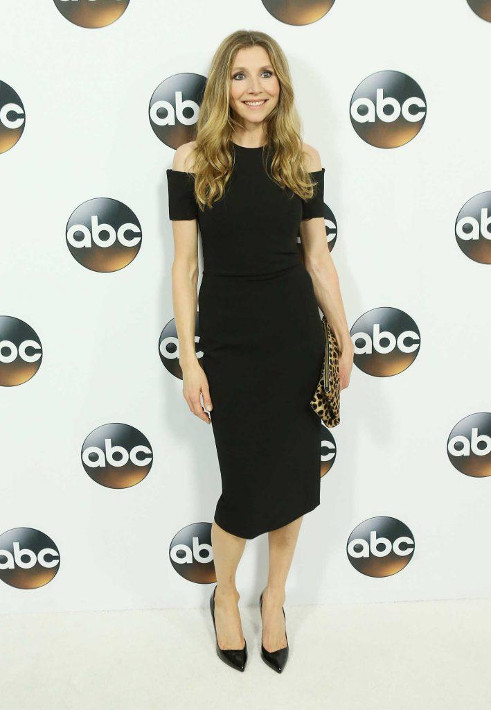 Sarah Chalke at Disney ABC TCA Winter Press Tour in Pasadena-3