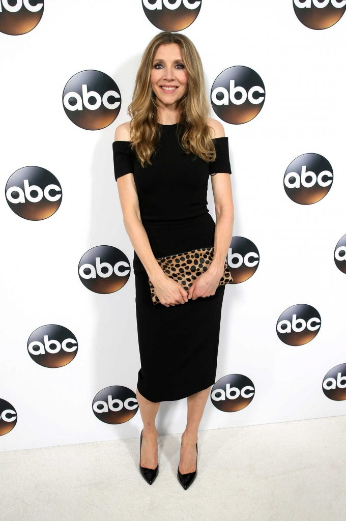 Sarah Chalke at Disney ABC TCA Winter Press Tour in Pasadena-4