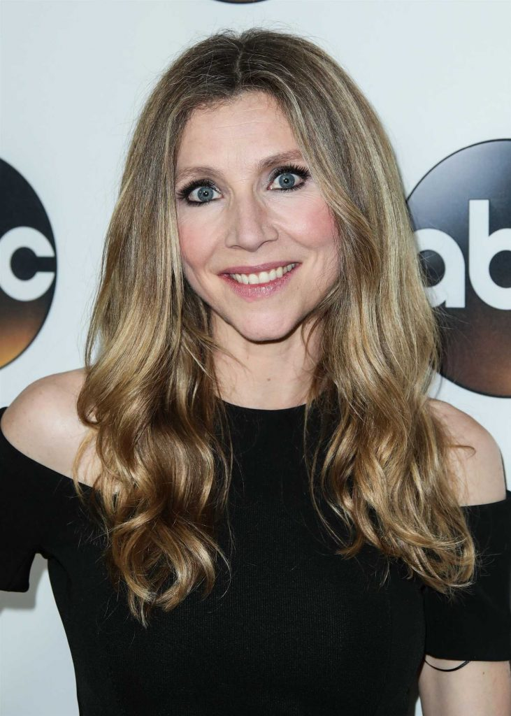 Sarah Chalke at Disney ABC TCA Winter Press Tour in Pasadena-5