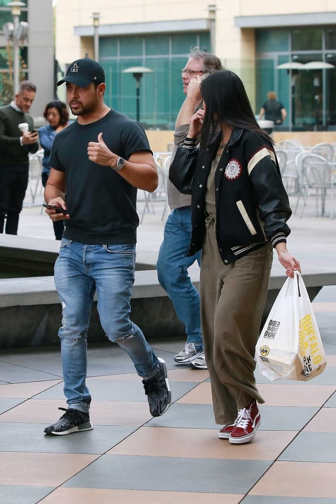 Wilmer Valderrama Goes on a Early Dinner Date at Buffalo Wild Wings in Sherman Oaks-2