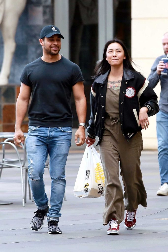 Wilmer Valderrama Goes on a Early Dinner Date at Buffalo Wild Wings in Sherman Oaks-5