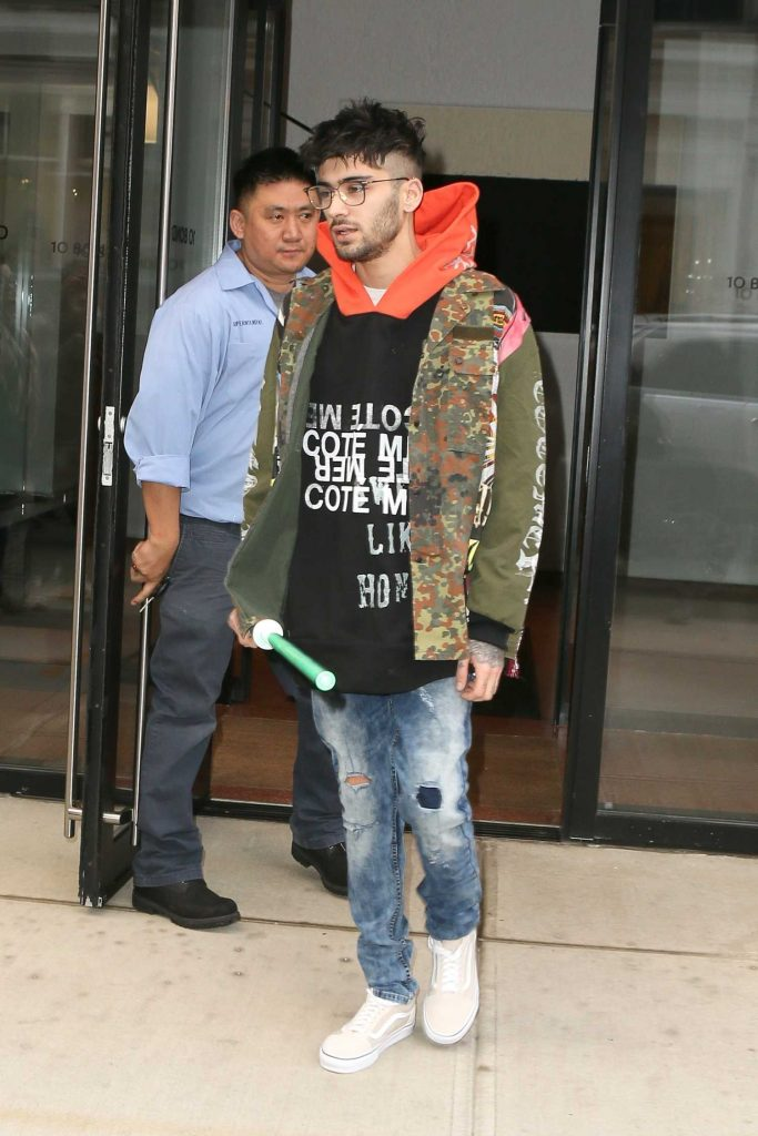 Zayn Malik Leaves the Recording Studio in NYC with a Light Saber-1