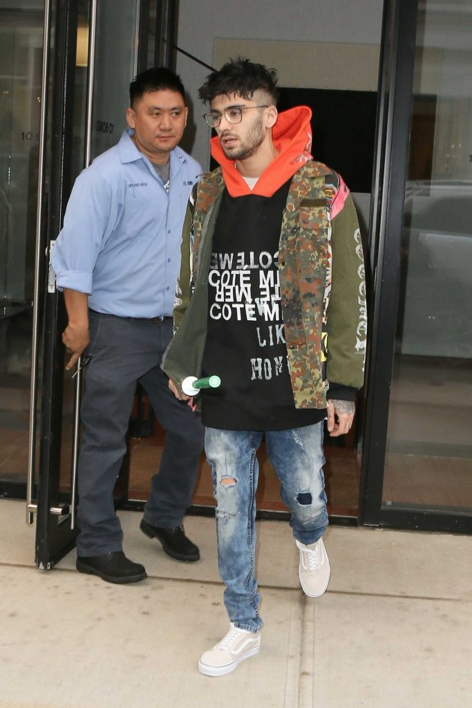 Zayn Malik Leaves the Recording Studio in NYC with a Light Saber-2