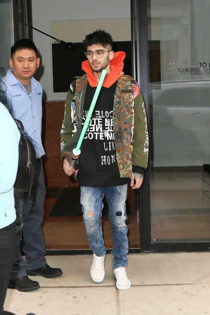 Zayn Malik Leaves the Recording Studio in NYC with a Light Saber-3