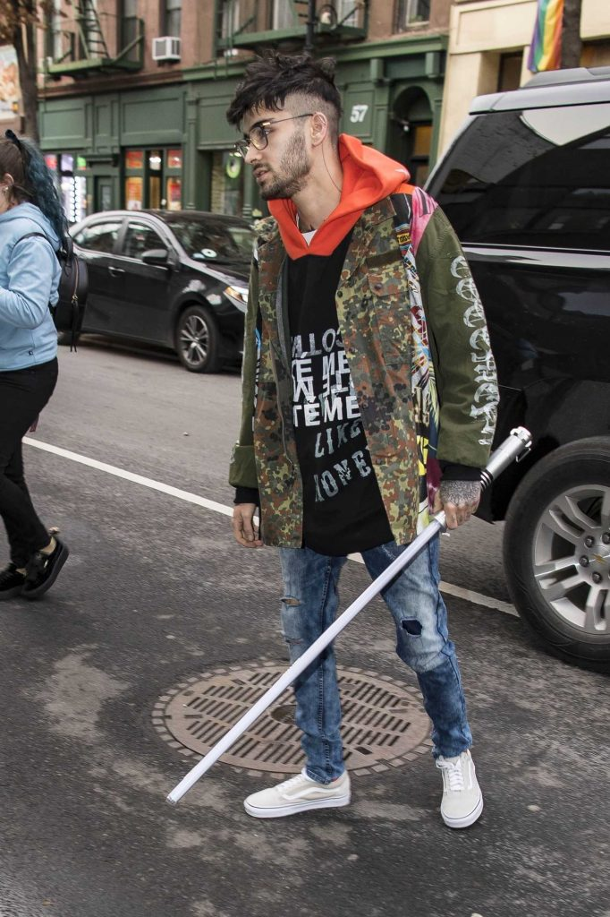 Zayn Malik Leaves the Recording Studio in NYC with a Light Saber-4