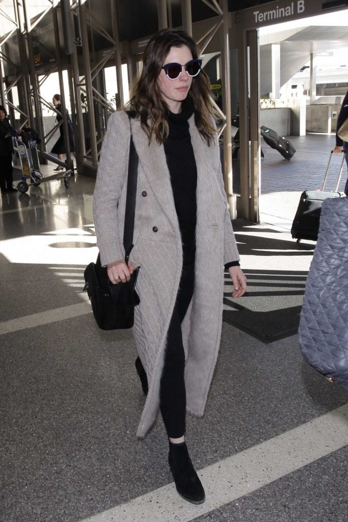 Anne Hathaway Was Seen at LAX Airport in Los Angeles-1