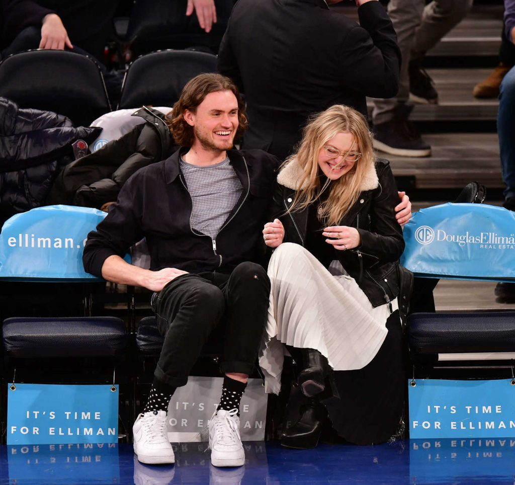 Dakota Fanning at the New York Knicks vs Milwaukee Bucks Game with Henry Frye in NYC-2