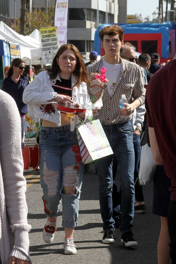 Emma Kenney Arrives at the Farmer's Market with her Boyfriend in Studio City-1