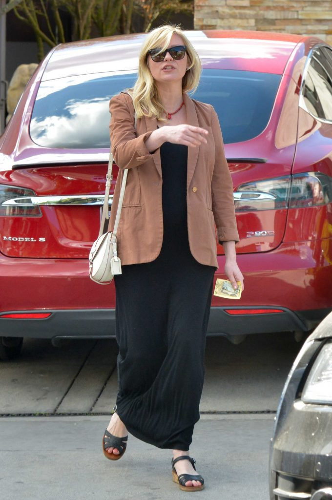 Kirsten Dunst Arrives at the Hair Salon in LA-1