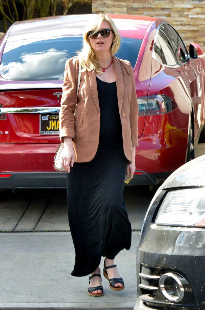 Kirsten Dunst Arrives at the Hair Salon in LA-2