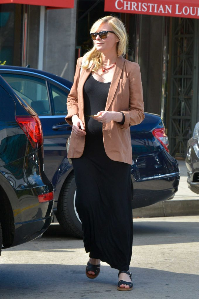 Kirsten Dunst Arrives at the Hair Salon in LA-3