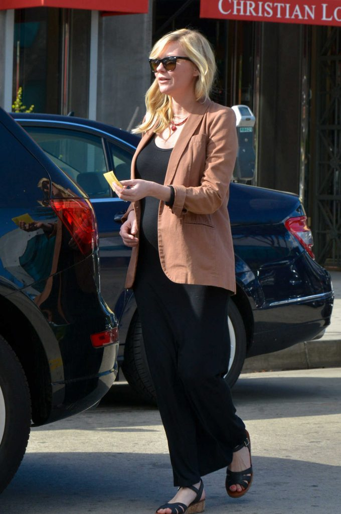 Kirsten Dunst Arrives at the Hair Salon in LA-4