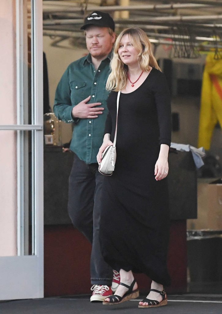 Kirsten Dunst Leaves the Dry Cleaners with Her Fiance Jesse Plemons in LA-1