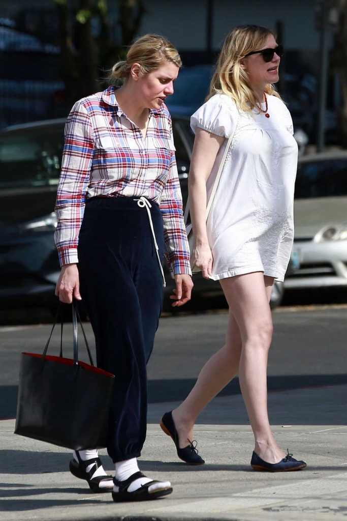 Kirsten Dunst Was Spotted on a Lunch Date in Los Feliz-5