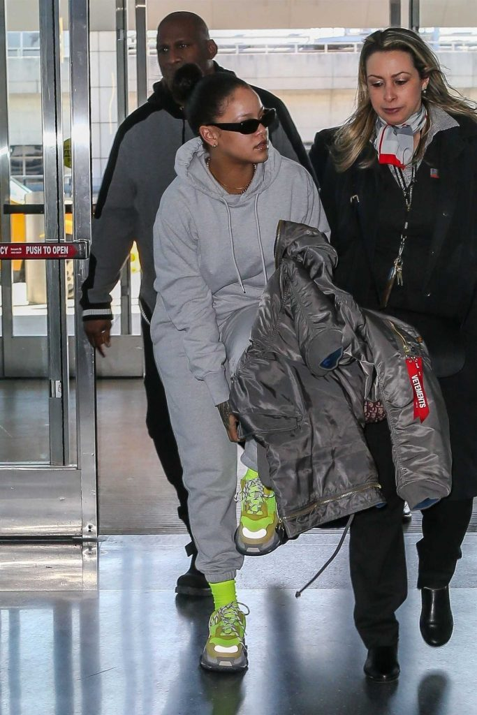 Rihanna Was Spotted at JFK Airport in NYC-2