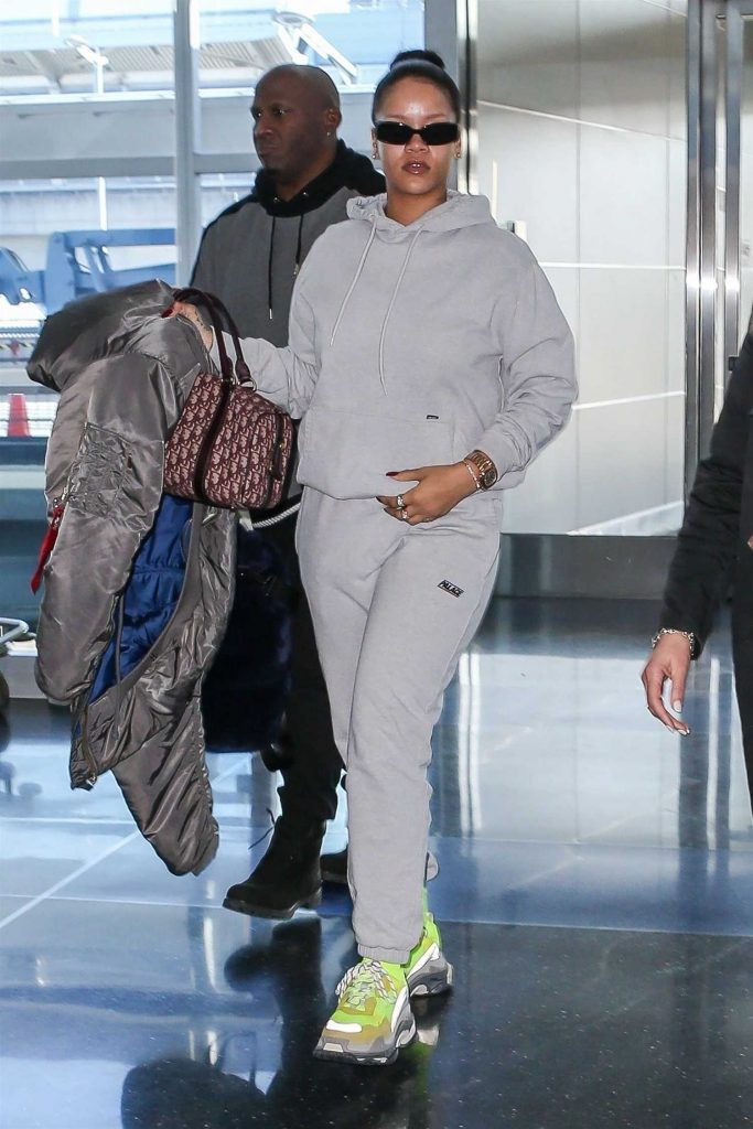 Rihanna Was Spotted at JFK Airport in NYC-3