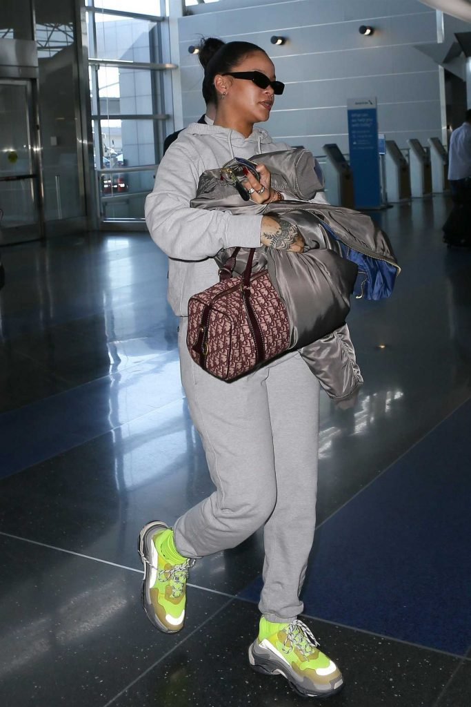 Rihanna Was Spotted at JFK Airport in NYC-4