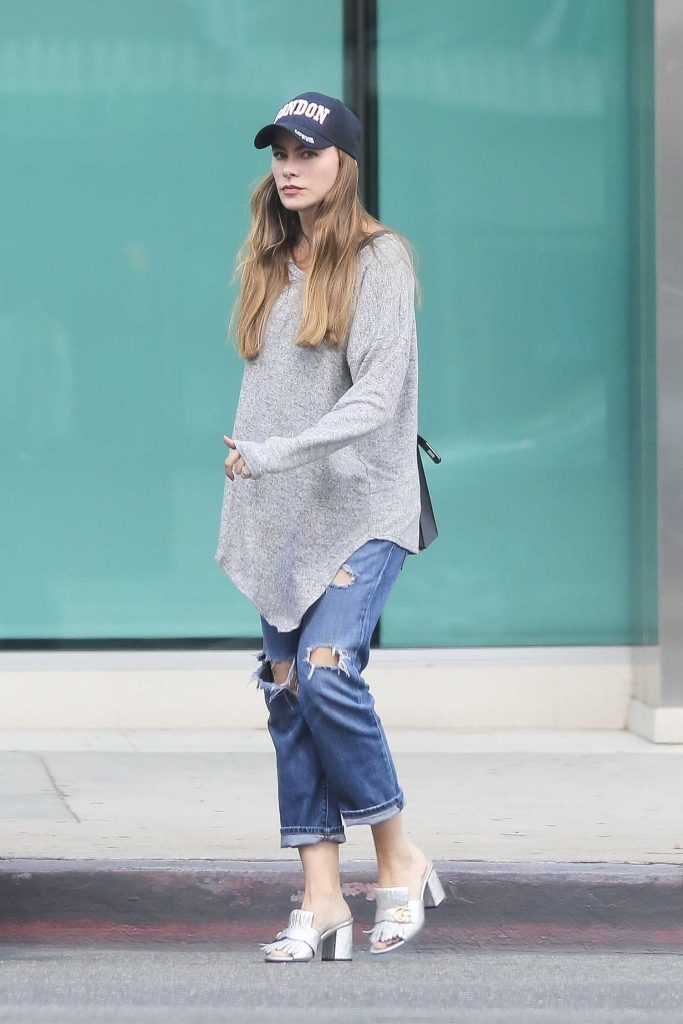 Sofia Vergara Stops by ABC Pharmacy in Beverly Hills-2