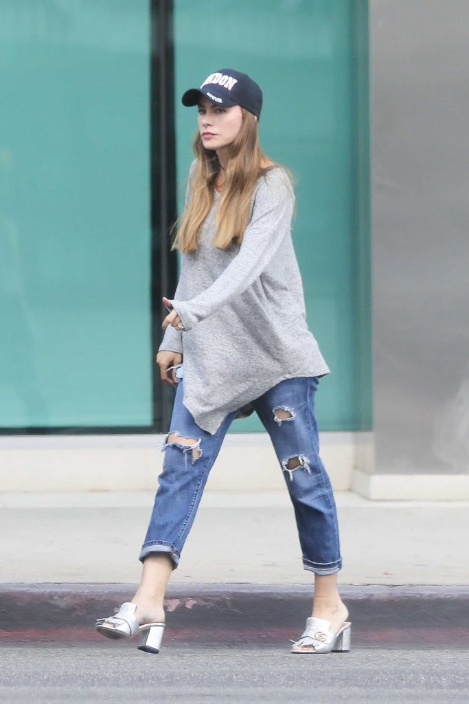 Sofia Vergara Stops by ABC Pharmacy in Beverly Hills-4